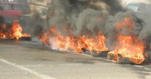 أنصار مرسي يشعلون النار بإطارات السيارات في شارع السودان